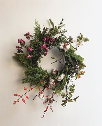 Make-a-holiday-wreath-at-Bloom-School
