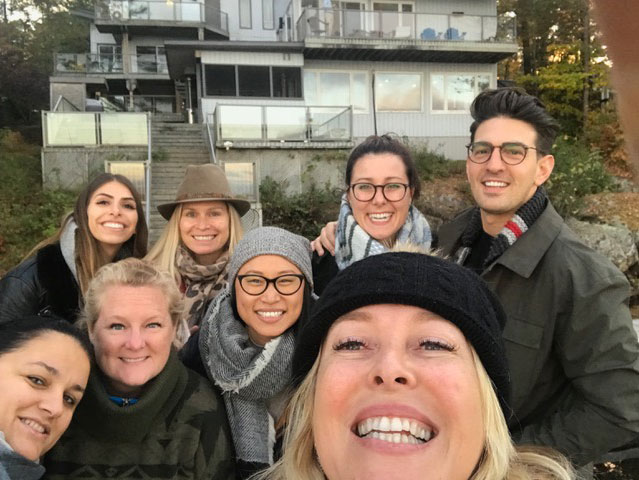 Yellow-House-team-retreat-selfie