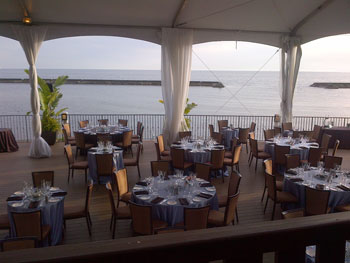 Palais Royale can dress its lakeside patio up or down