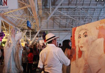 Live painting artist Carlos Delgado is a crowd magnet