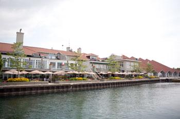 The Boulevard Club overlooks the shoreline