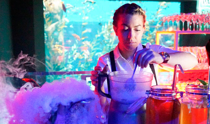 P3-Best-Overall-Under-100---6-Bartender-Mixing-Drinks